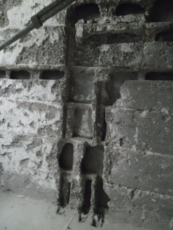 Relativ Grosse Schlitze verschliessen und Wände neu verputzen ZF91