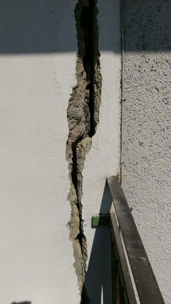 Extrem Risse im Mauerwerk zwischen Altbau und Neubau!?? EY52