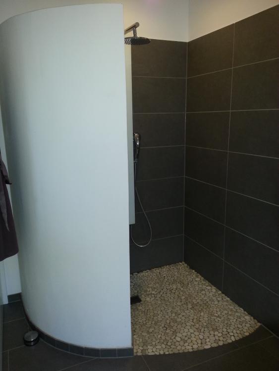 Dusche Wand Streichen : Thema: Verputzte Wand in Dusche streichen