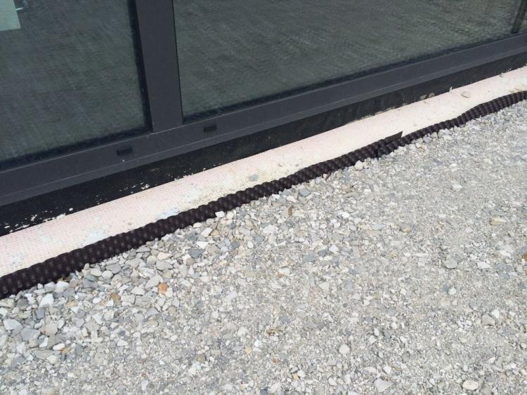 abdichtung terrasse hauswand abdichtung terrasse hauswand sturz der tr von garage zum har. Black Bedroom Furniture Sets. Home Design Ideas