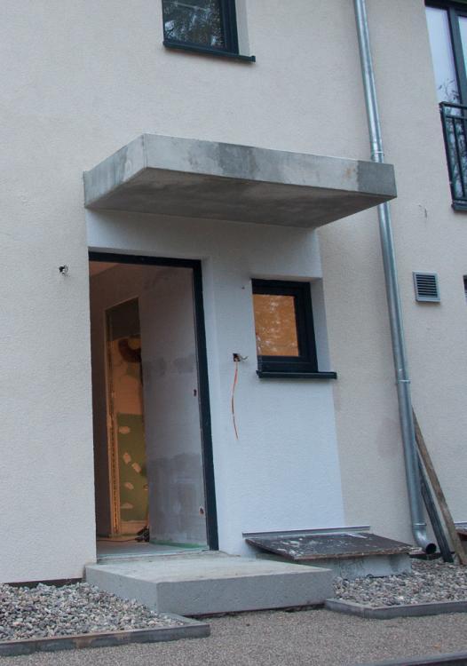 vordach beton hauseingang die sch nsten einrichtungsideen. Black Bedroom Furniture Sets. Home Design Ideas