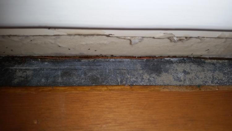 Kondenswasser unter der Fensterbank