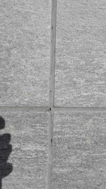 Relativ Fugenrisse in Terrassenfliesen nach 2 Monaten MU18