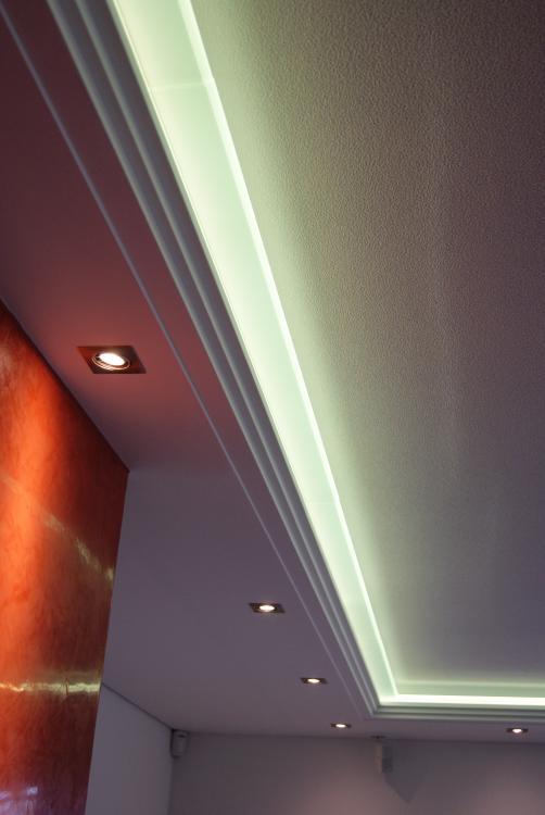 indirekte beleuchtung plexiglas great neues angebot. Black Bedroom Furniture Sets. Home Design Ideas