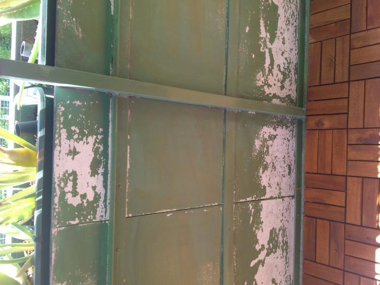 Balkontafeln (Brüstung) aus asbesthältigem Faserzement (Eternit ...