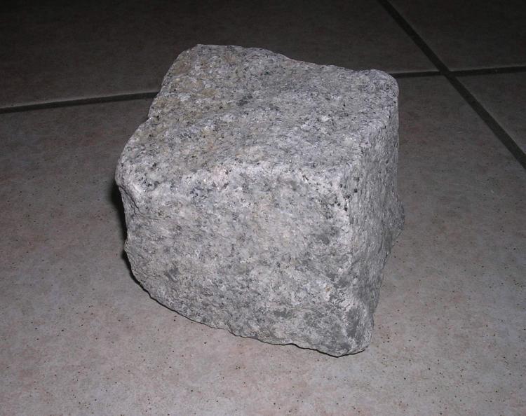 Wie tief müssen Granitsteine einbetoniert werden.