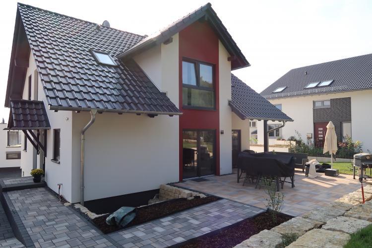 Unmittelbarer Stein Terrassenanschluss An Hausfassade