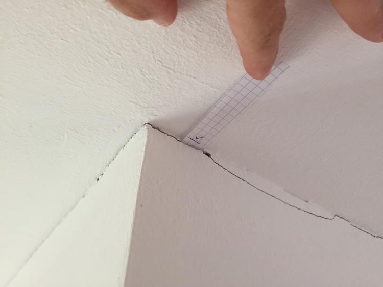 Extrem Risse zwischen Filigrandecke und tragender Außenwand DU55
