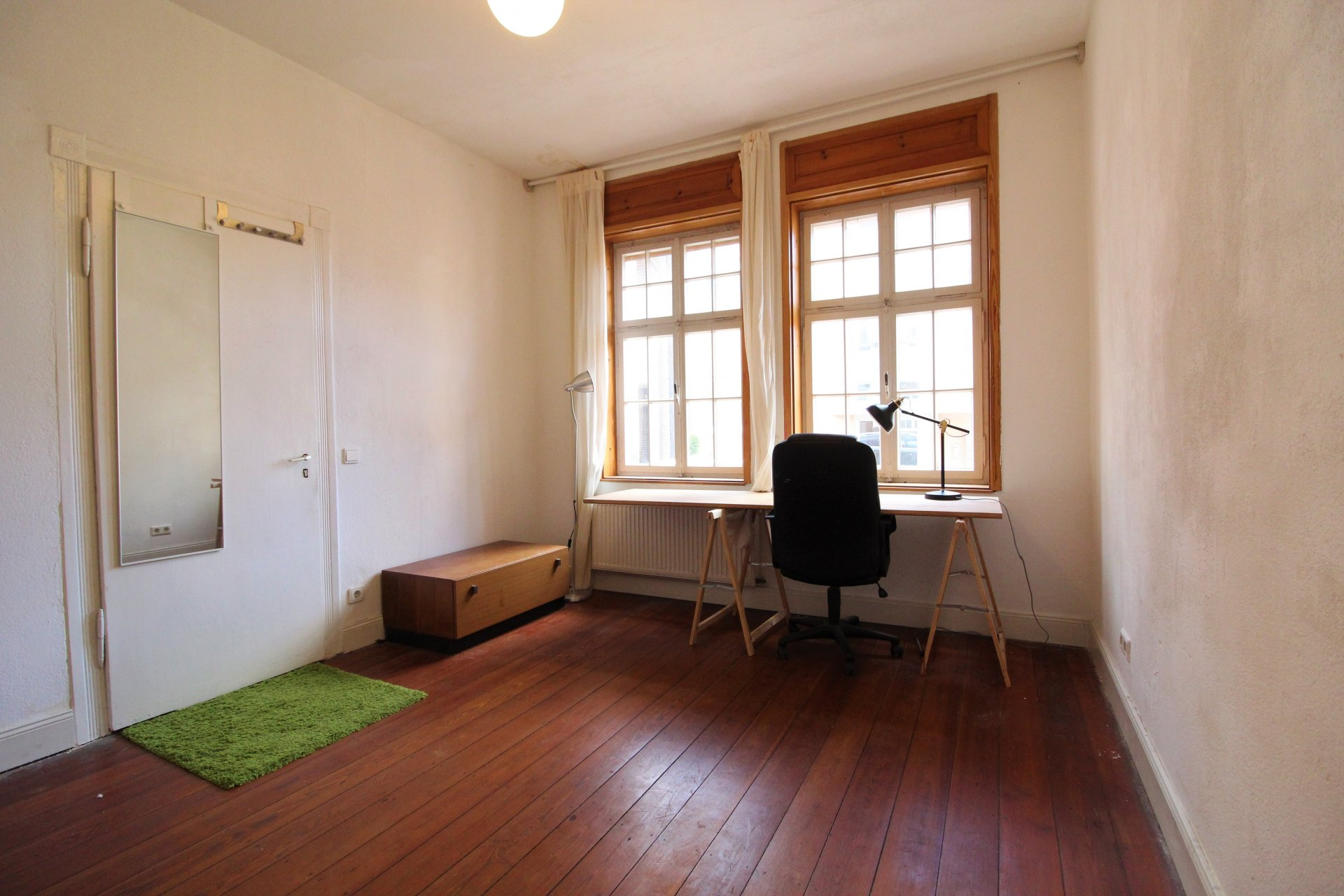 Zi.2 m. Fenstern u Tür.jpg