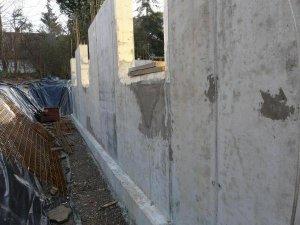 weisse wanne mit gro en l chern vom betonieren was tun. Black Bedroom Furniture Sets. Home Design Ideas