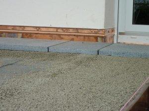 Unterkellerte terrasse mit granitplatten aufbau - Abdichtung hauswand ...
