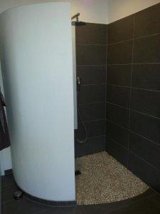 verputzte wand in dusche streichen. Black Bedroom Furniture Sets. Home Design Ideas